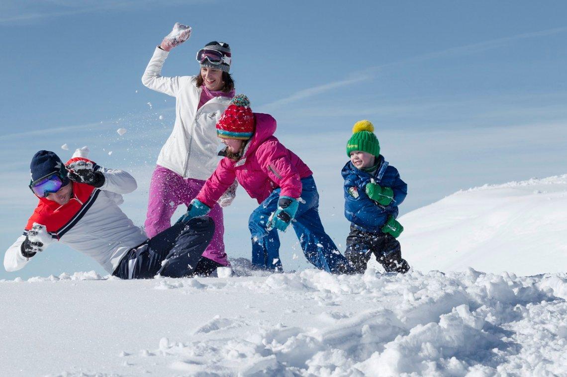Schneeballschlacht mit der ganzen Familie in Schladming