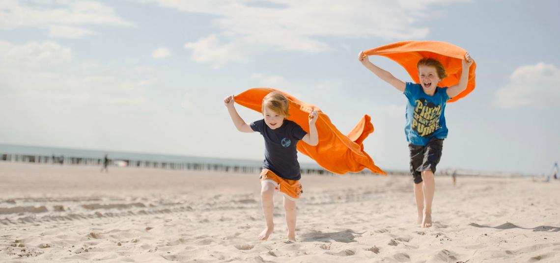 Niederlande Kinder am Strand
