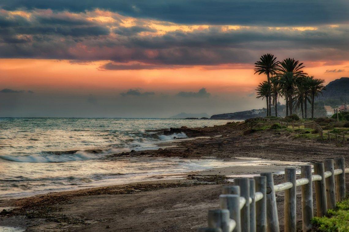 Sonnenuntergang am Strand von Almeria