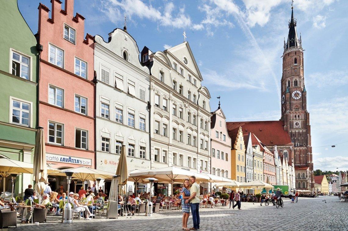 Historische Gebäude und Basilika in Landshut