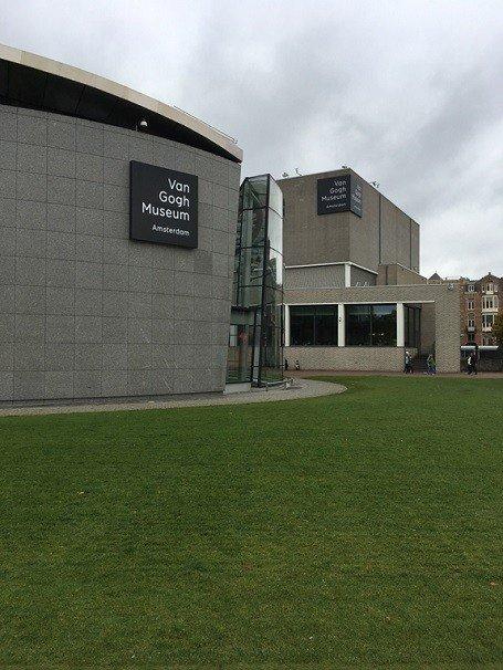 Das Van Gogh Museum Kann Auch Nur Begrenzt Entschädigen, Denn Das Bild Von  Vincents Schlafzimmer In Arles, Das Frieda Gerne Sehen Möchte, Ist Gerade  Als ...