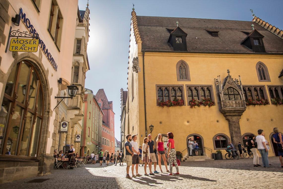 Blick auf den Rathausplatz in Regensburg