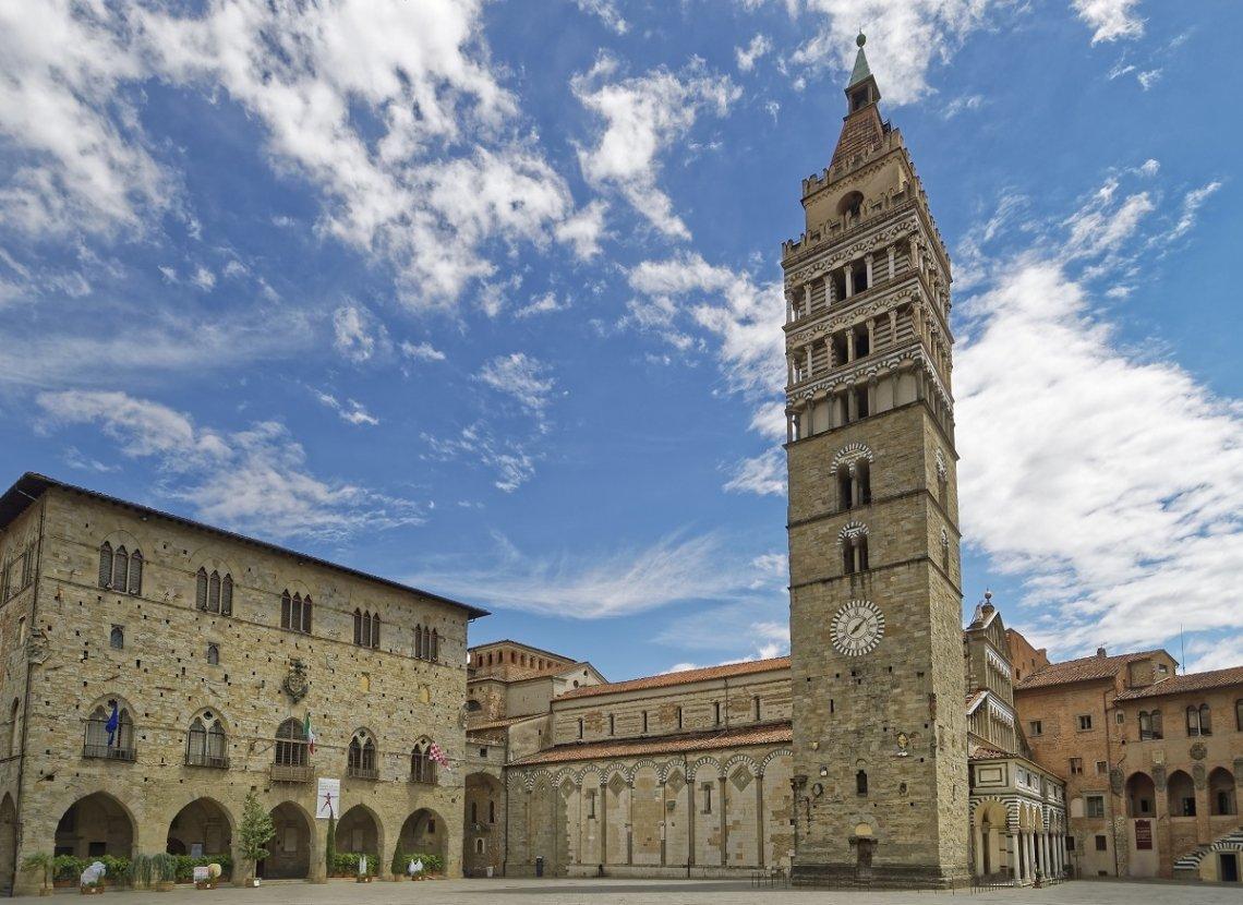 Kathedraal van San Zemo op de Piazza del Duomo in Pistoia