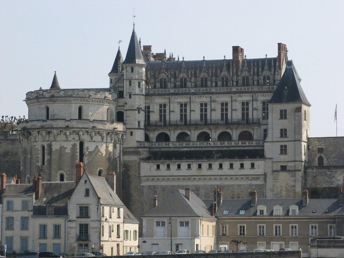 Blick aufs Schloss Amboise von der Loire
