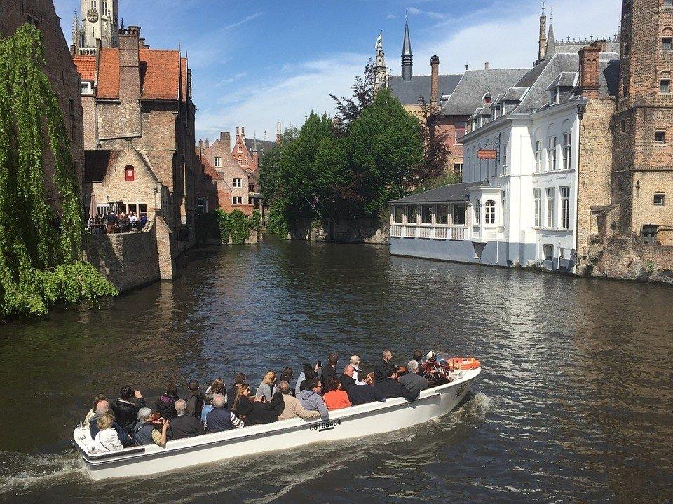Brugge is goed te ontdekken per boot.