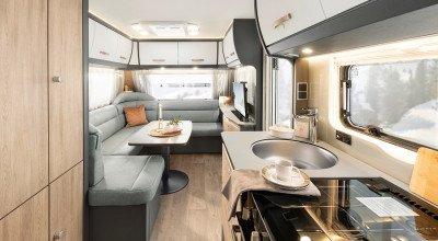 Blick in den Innenraum des Wohnwagenmodells Beduin Scandinavia 550 SE