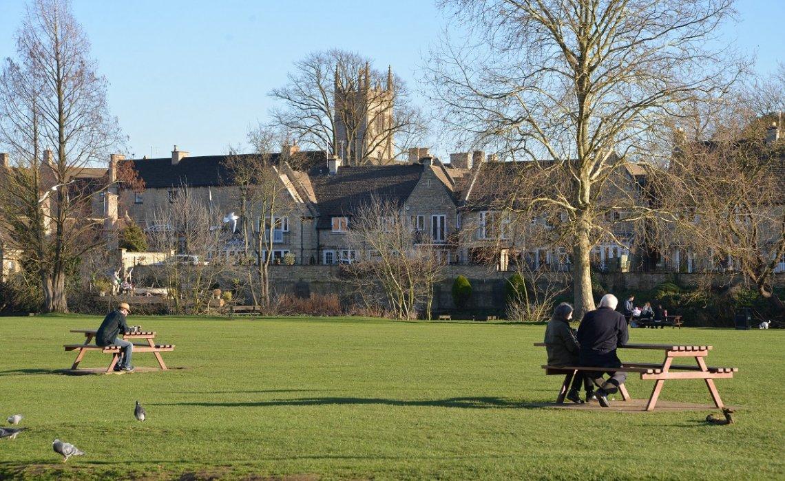 Park und Häuser in Stamford, England