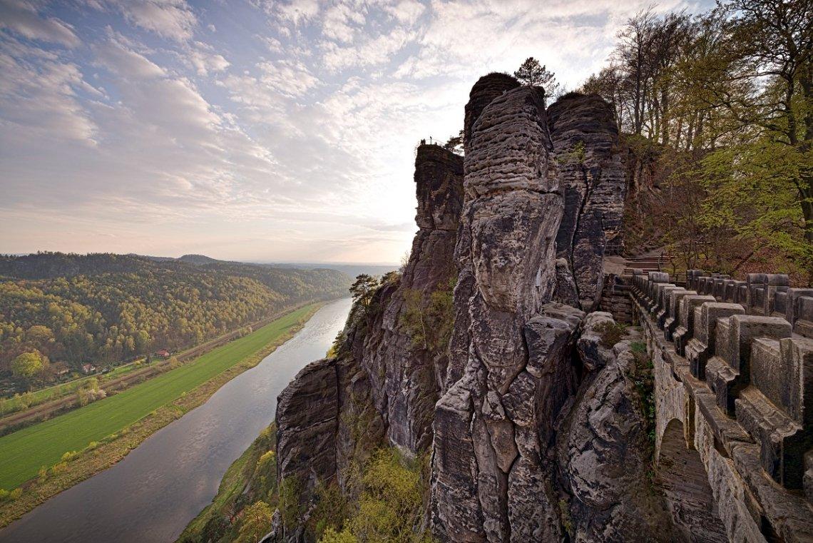 Blick aus dem Elbsandsteingebirge auf das Elbetalk a
