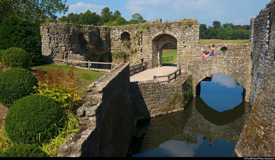 Außenbereich vom Leeds Castle mit Burggraben