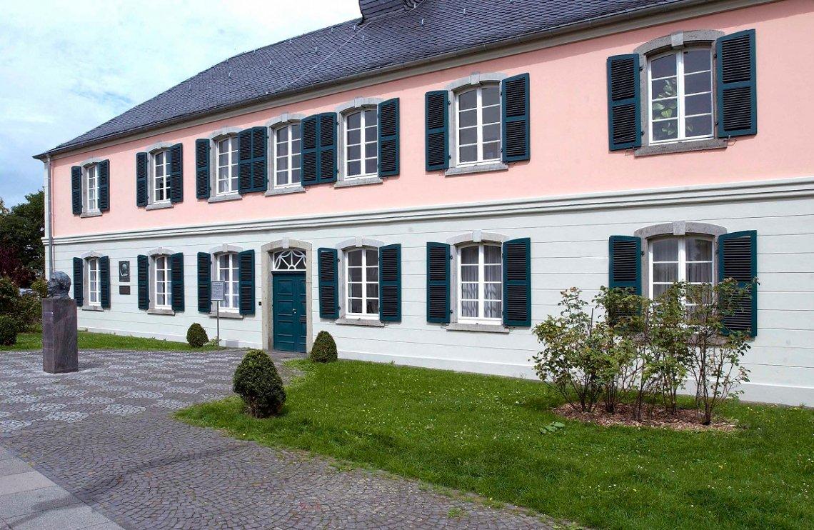 Ausßenansicht des Schumannhauses im Bonner Stadtteil Endenich