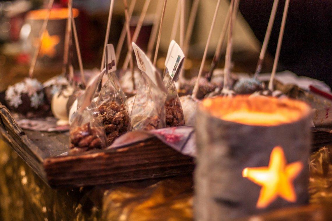 Süßigkeiten auf dem Weihnachtsmarkt