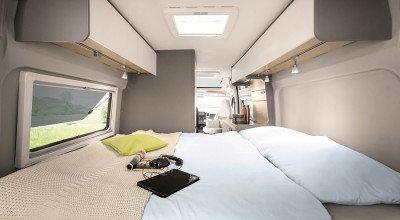 Doppelbett im Heck des LMC Campervans Innovan