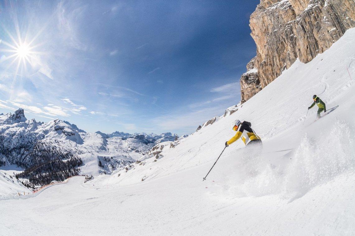 Steile Skiabfahrt für Könner in den Dolomiten