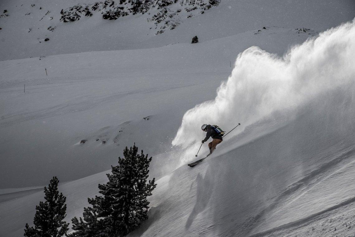 Freerider bei Neuschnee in den Pyrenäen