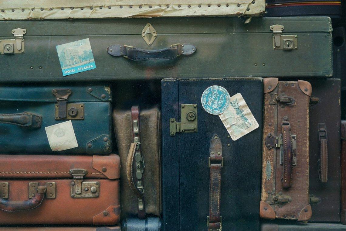 Kofferstapel und Gepäck