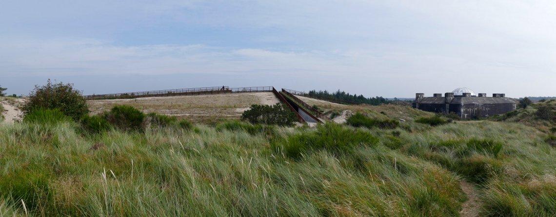 Tirpitz Museum und Bunker mitten in den Dünen von außen