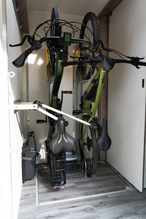 Vertikale Fahrradaufhängung im Carado Konzeptfahrzeug